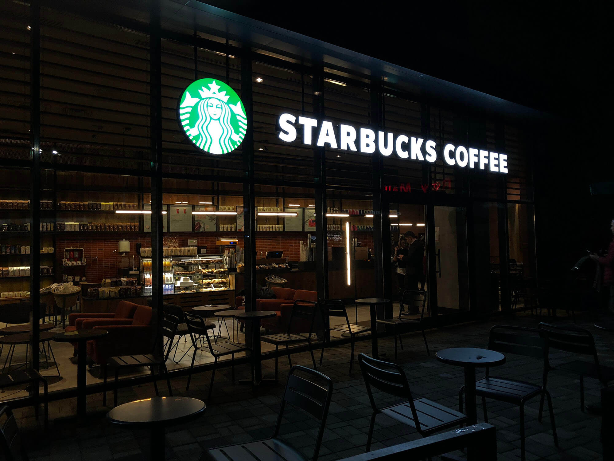 Starbucks a deschis cafenea la Galați