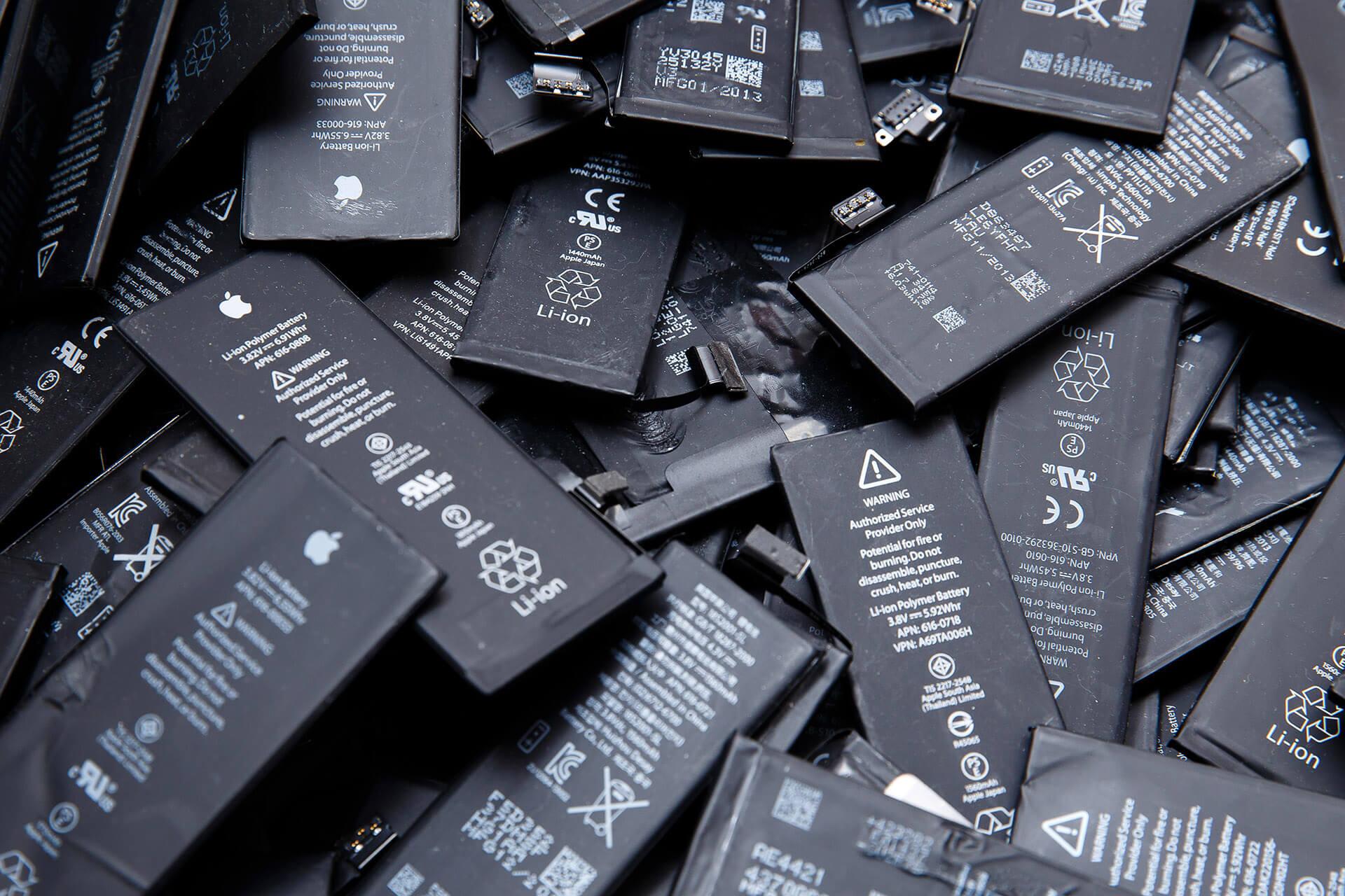 Când trebuie să schimbi bateria la iPhone, unde și cât costă