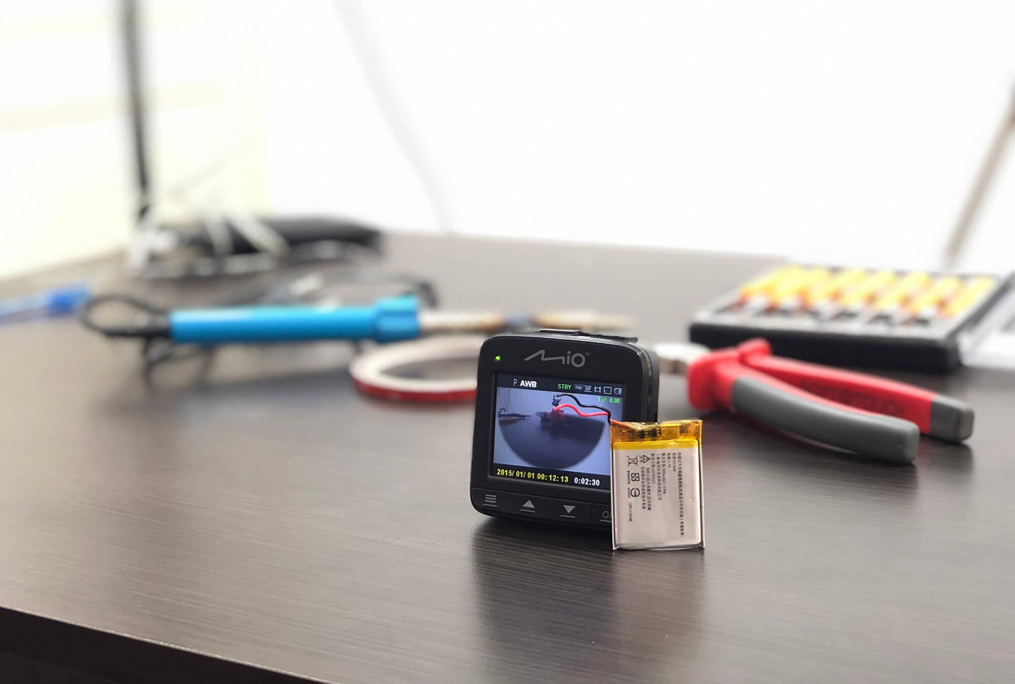 Cum se schimbă bateria unei camere video auto