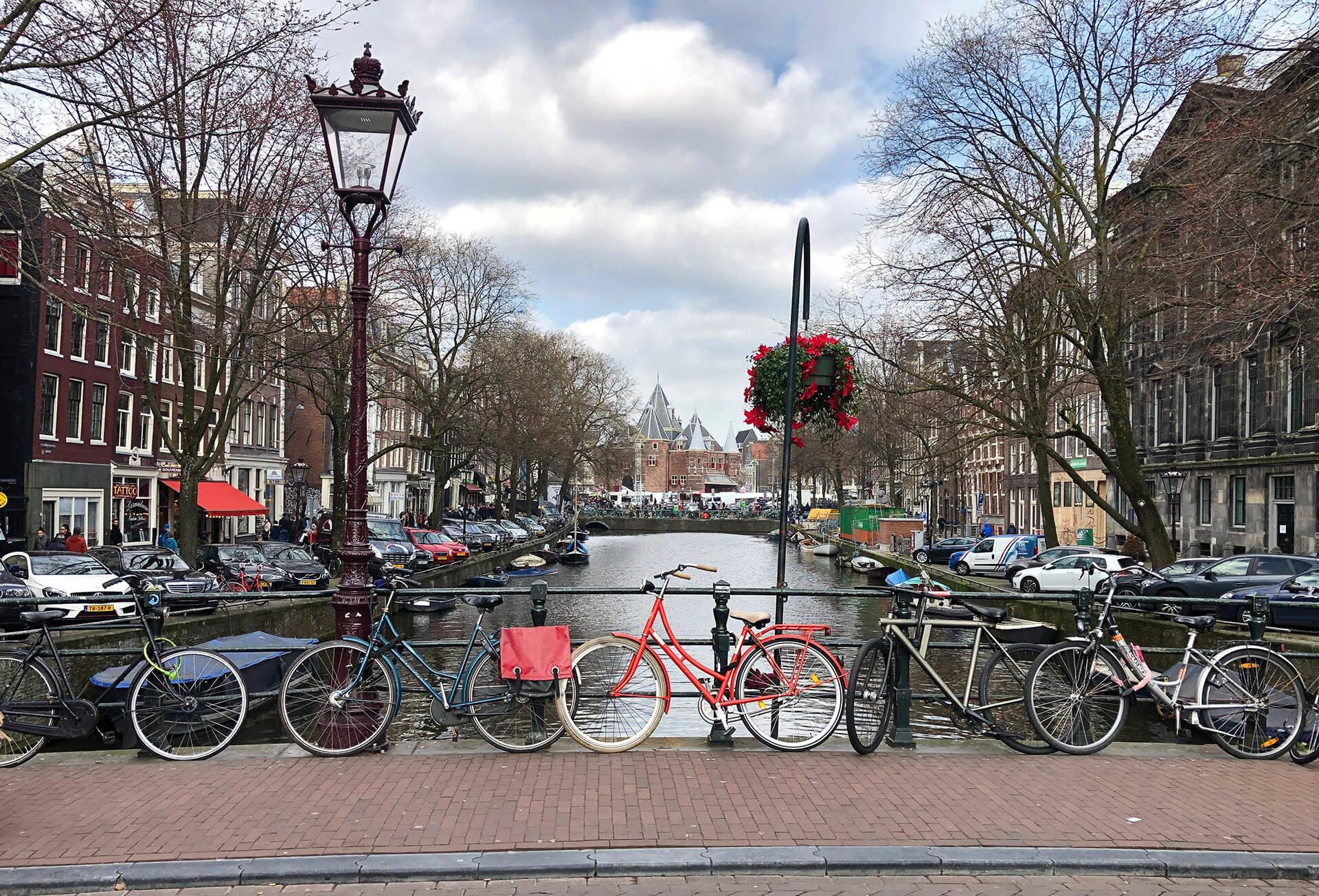 Treceți Amsterdamul pe lista voastră de călătorii
